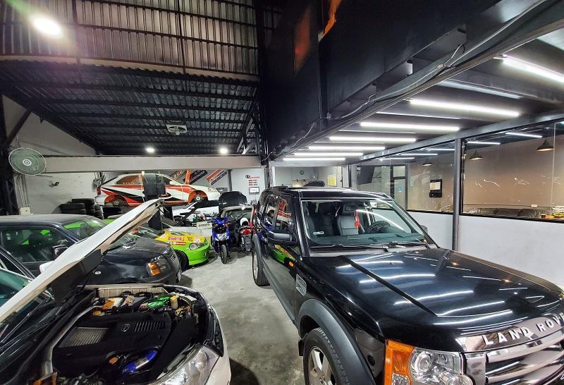 【AMS專業汽車保養維修改裝車廠】 內部環境相當寬敞