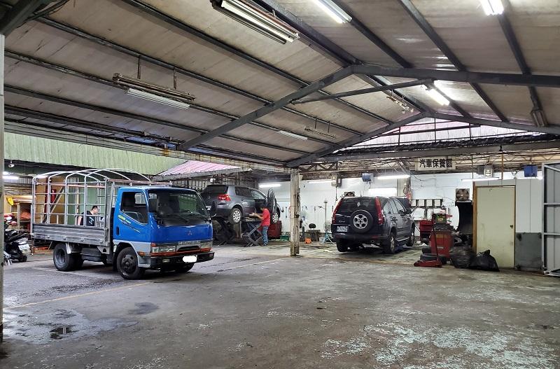 基隆市安樂區推薦修車廠保養廠鈑金烤漆 憬達汽車保養所,廠內大約100坪