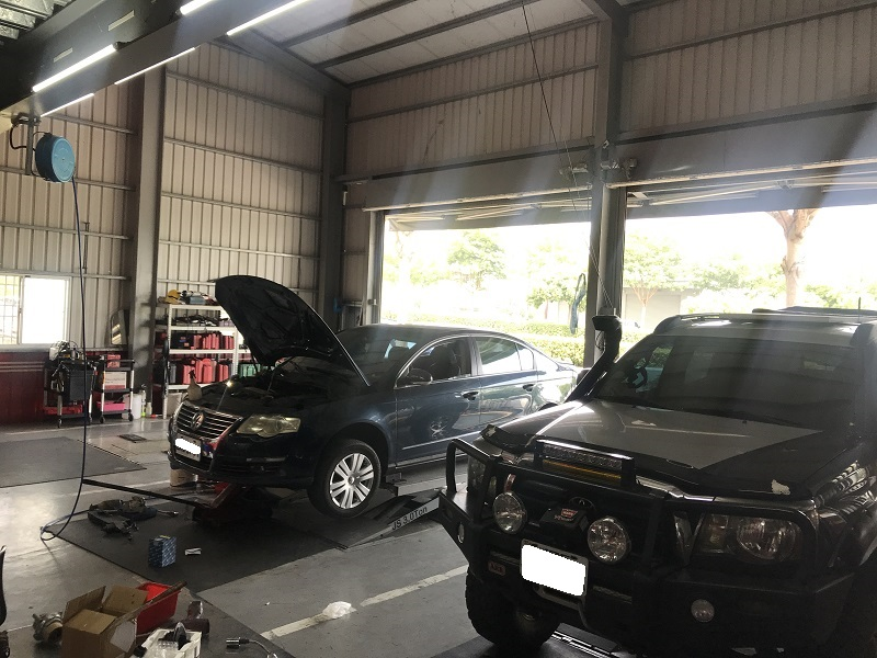 台中市西屯區推薦修車廠保養廠寶馬保修廠內